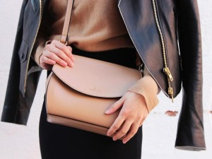 14 things every modern woman should carry in her purse