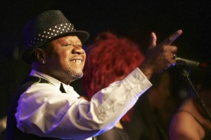 Papa Wemba: Congo music star dies after collapsing on stage